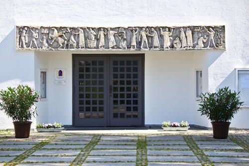 Betonrelief Hoefer-Purkhold Traunreut